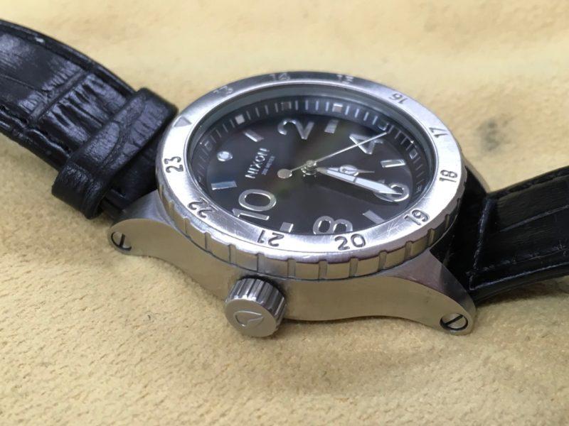 NIXON 左利き用 竜頭 ニクソンの電池交換 腕時計 防水テスト