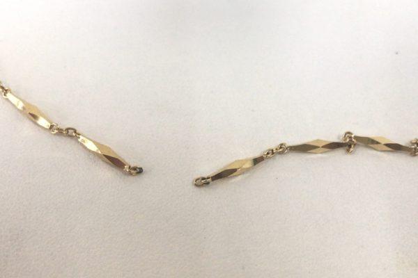 富士吉田市にお住まいのM様からネックレスの修理を承りました。