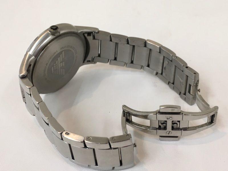 腕時計の電池交換 Eアルマーニ