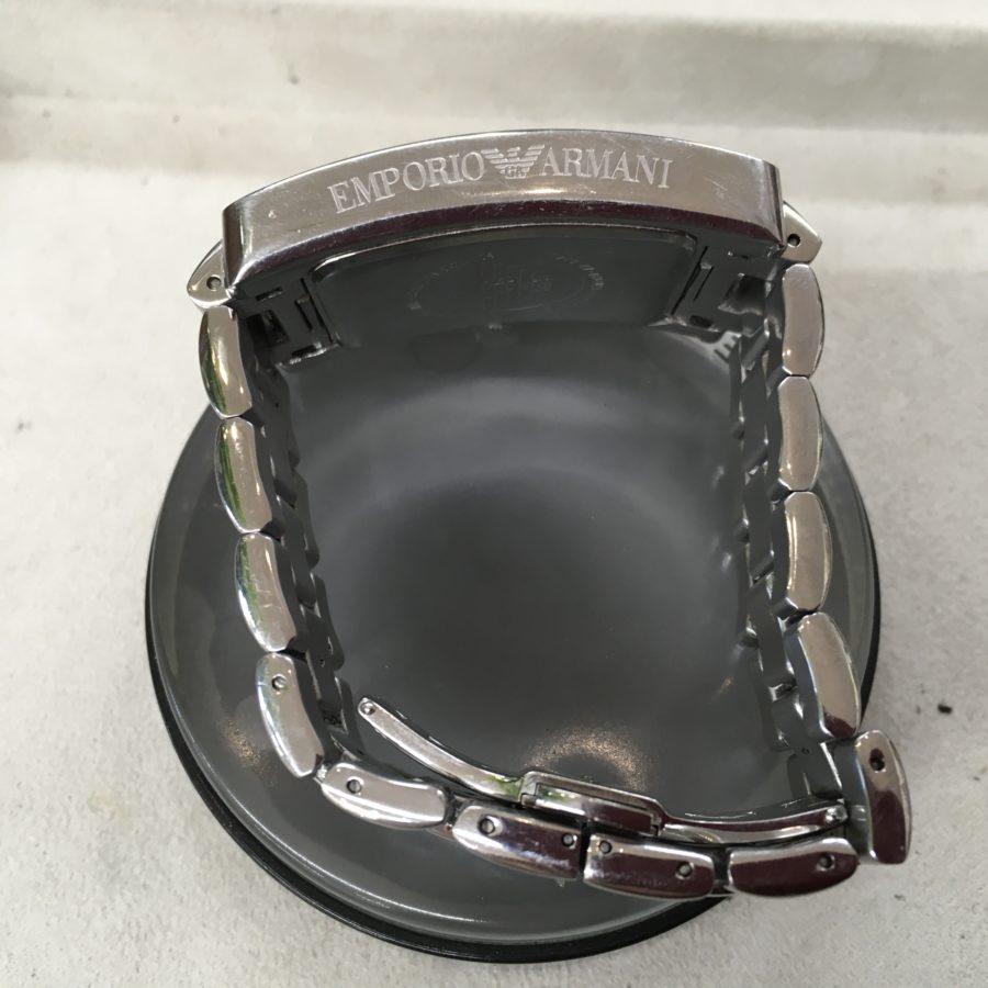 エンポリオアルマーニの腕時計の電池交換