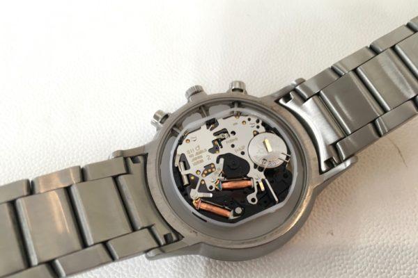 E・アルマーニの腕時計の電池交換