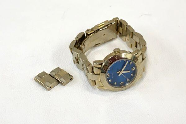 MARC BY MARC JACOBS(マークジェイコブス)の腕時計のベルト調整