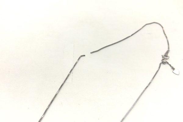 マベパールペンダントネックレスが切れてしまった。
