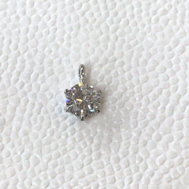 15年以上お使いになられていない立て爪のダイヤリングをシンプルなペンダントに作り替え AFTER