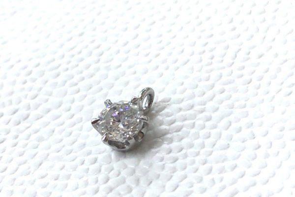15年以上お使いになられていない立て爪のダイヤリングをシンプルなペンダントに作り替え