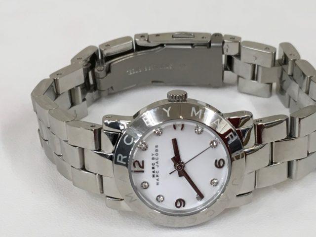腕時計のベルトのコマ取り