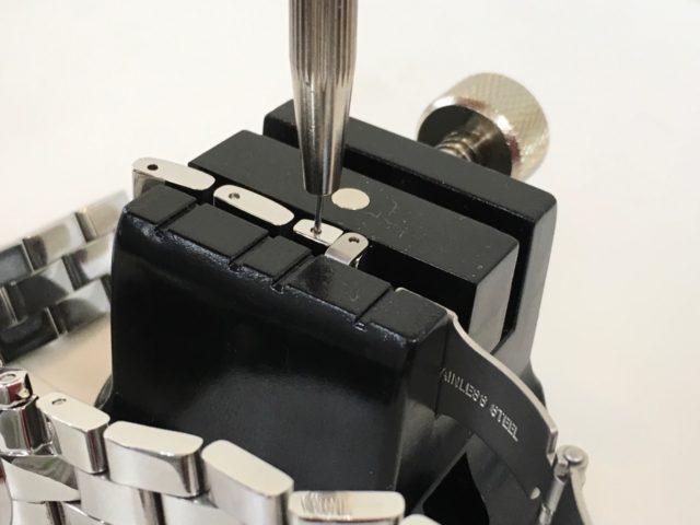 腕時計のベルト駒取りは割りピンを押し出します_山梨県