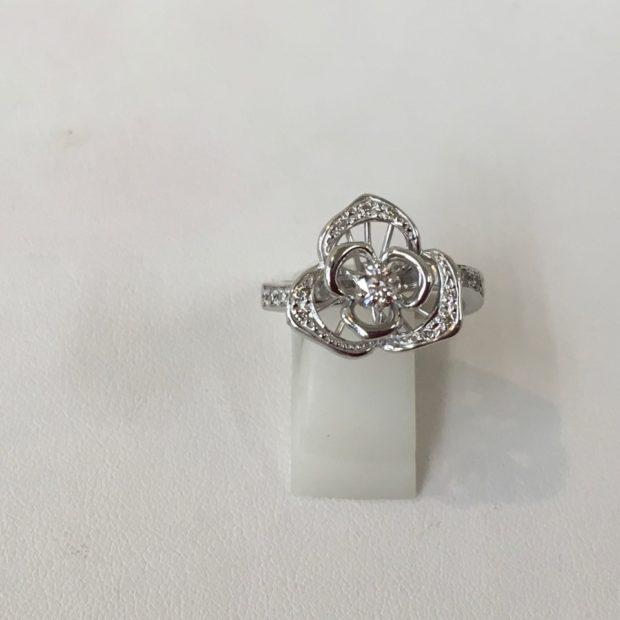 プラチナペンダントネックレスを元のデザインを活かして指輪に作り替えました。 AFTER