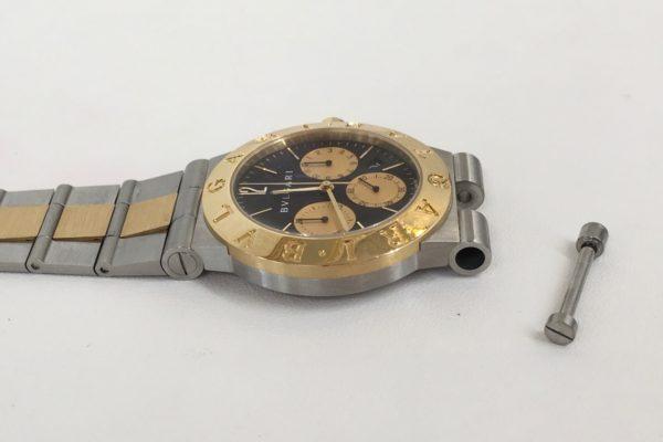 ブルガリ腕時計のベルト交換を承りました。