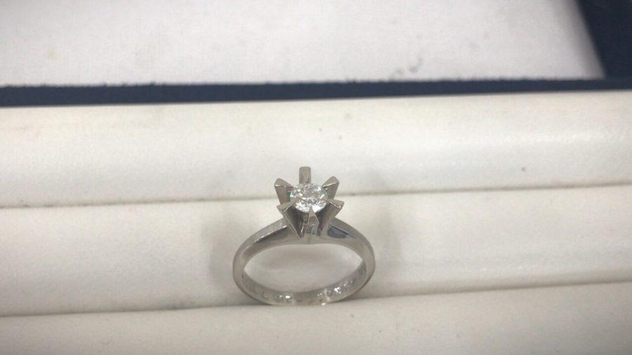 ダイヤリング 立て爪 指輪 ジュエリーリフォーム