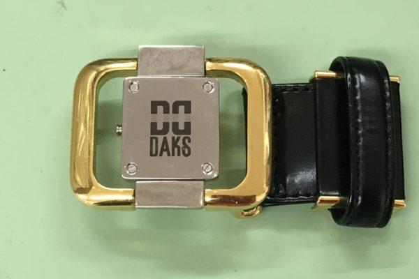 腰用のベルトのバックルに時計が!?