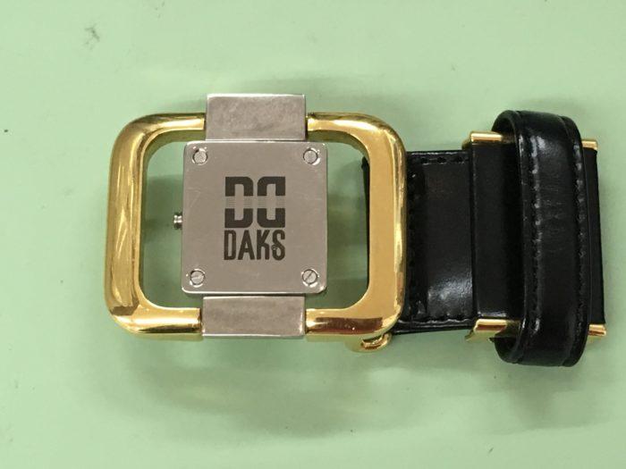 腰用のベルトのバックルに時計が埋め込み 電池交換