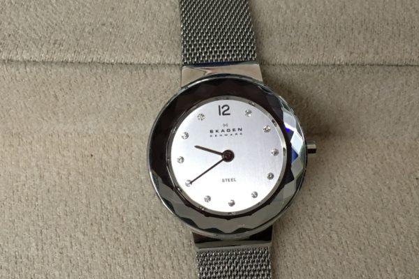 スカーゲンの腕時計電池交換はお待ちの間に出来ます!