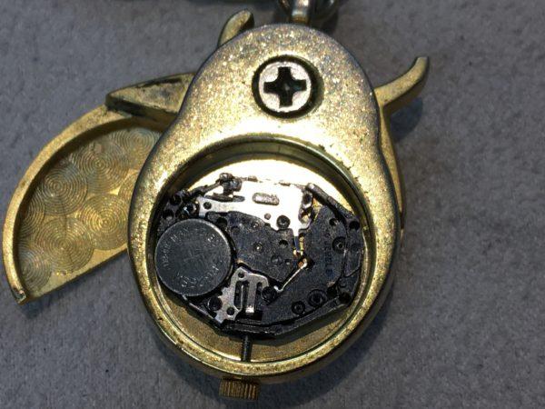 キーホルダー型時計 てんとう虫 電池交換