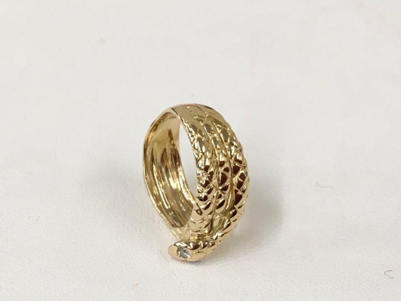 ヘビの指輪