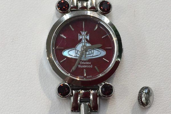 鳴沢村にお住まいのM様よりヴィヴィアン・ウエストウッドの腕時計の竜頭修理を承りました。