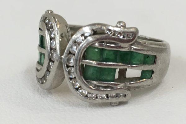 エメラルドが2つ、ダイヤが一つ外れて無くなってしまった指輪の修理