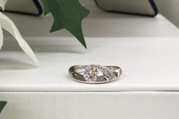 富士河口湖町内にお住いのRさんよりダイヤペンダントから指輪への作り替えを承りました。