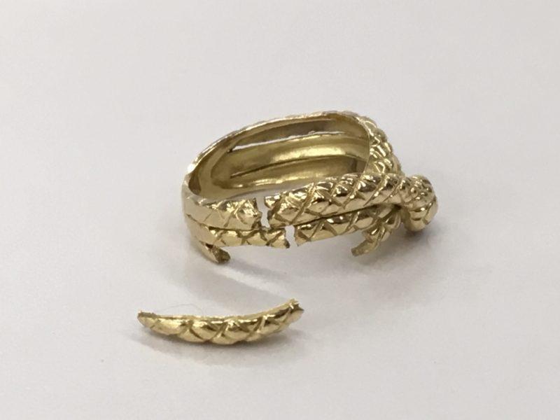 ヘビの指輪の修理