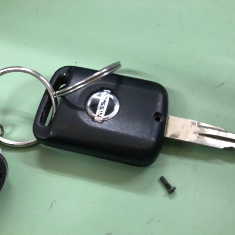 車の鍵 リモコンキー 日産 電池交換