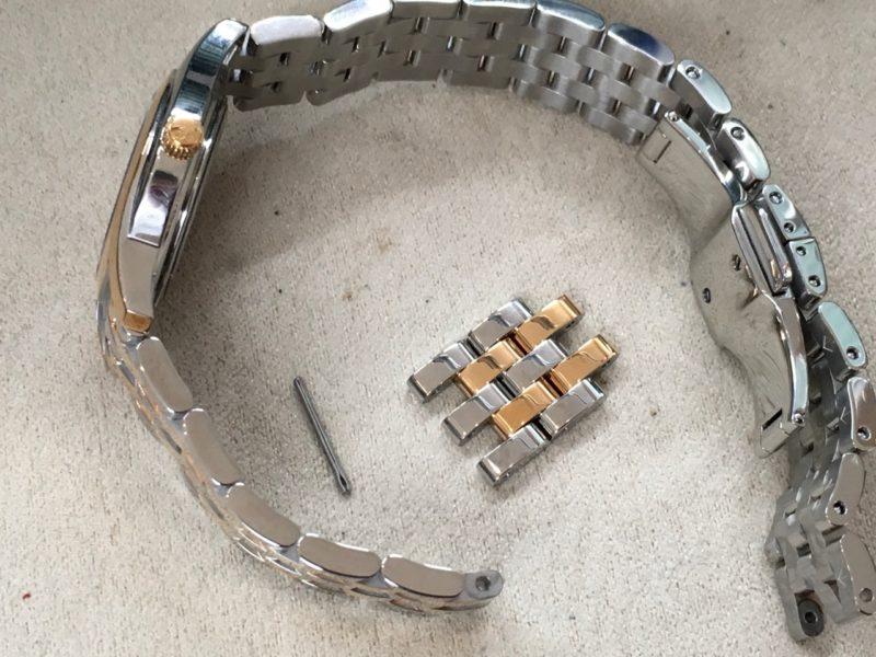 腕時計のベルトの長さを調整