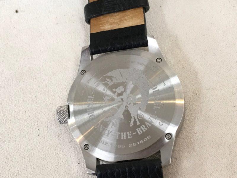 ディーゼルの腕時計の裏蓋