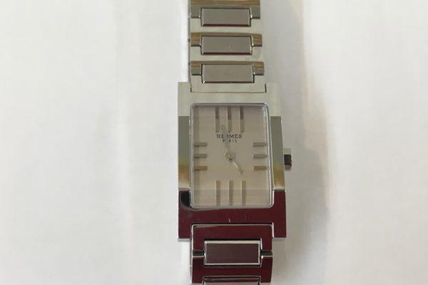 HERMESエルメス腕時計の電池交換すぐ出来ます。