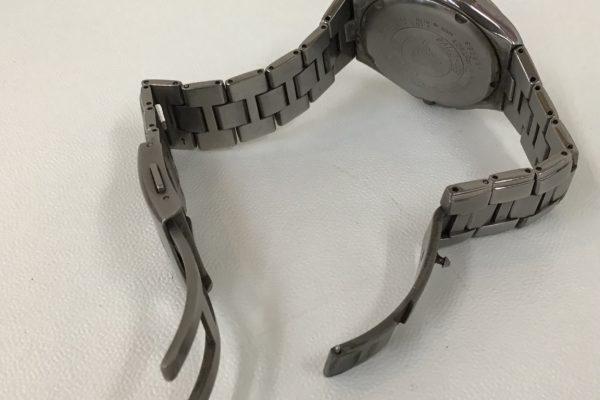 チタン製ベルトのバックル交換 シチズンATTESSA