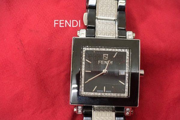 FENDI腕時計の電池交換は、お待ちの間に出来ます。