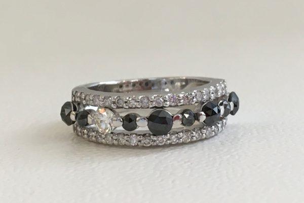 指輪からブラックダイヤモンドが外れて無くなってしまった。