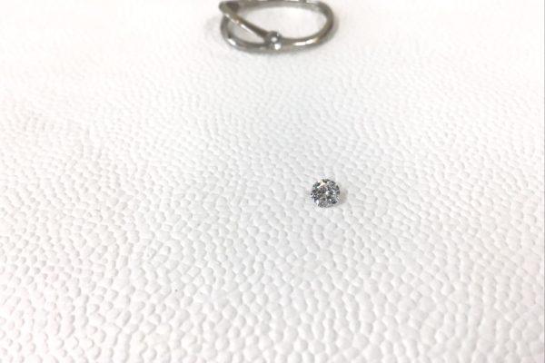 プラチナ製の指輪からダイヤモンドが外れてしまった。