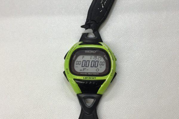 SEIKOの腕時計のラバーベルトが犬に噛まれて千切れた!?