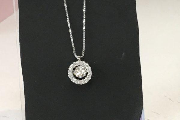 ダイヤモンドの指輪をペンダントにリフォーム