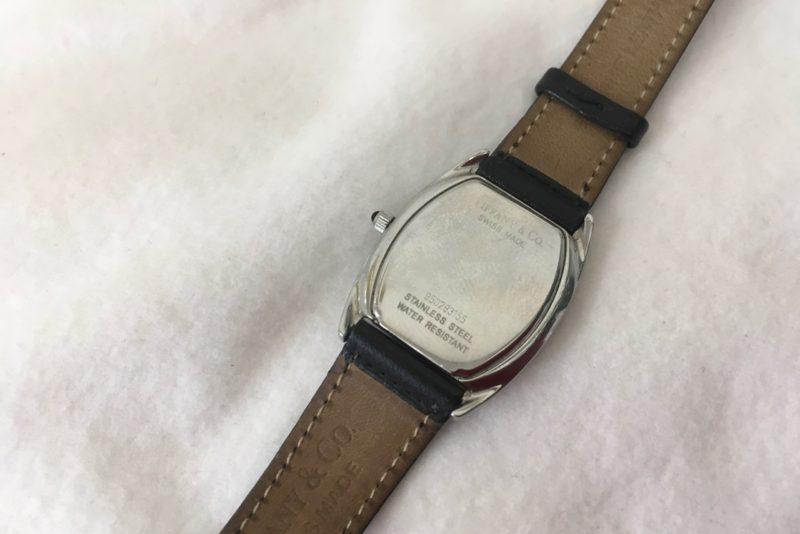 ティファニーの腕時計の電池交換_裏側