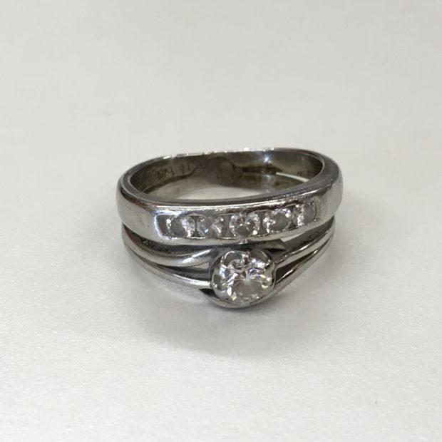 指輪をピアスにリフォーム BEFORE