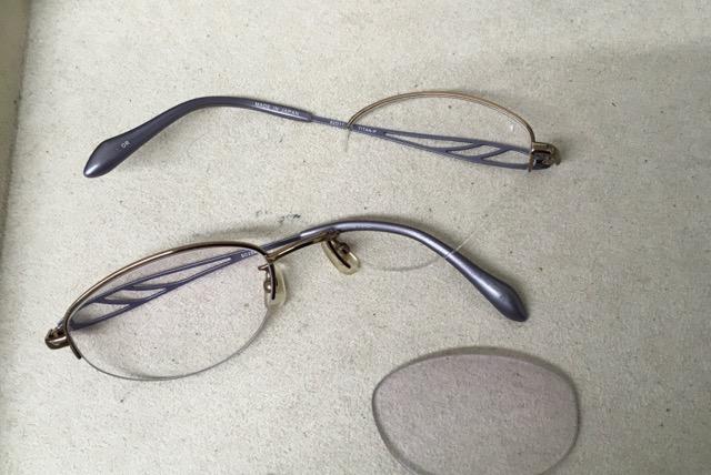 旅行中にメガネが壊れた