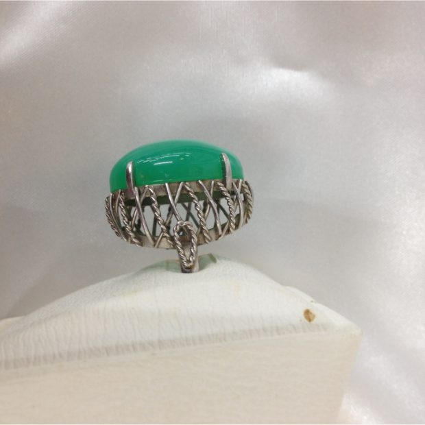 富士吉田市のM様からひすいリングのリングのリフォームを承りました。 BEFORE