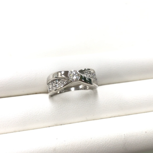 立て爪のダイヤリングを作り替え AFTER