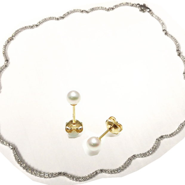 18金パールピアスとデザインダイヤネックレスをスイングピアスに作り替え BEFORE