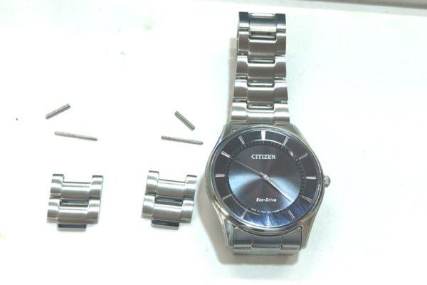 大月市にお住まいのK様から腕時計のベルトの長さ調整を承りました。