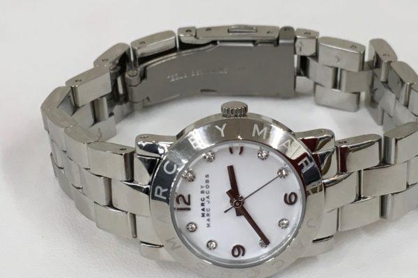マークジェイコブスの腕時計のベルトの長さ調整すぐ出来ます。