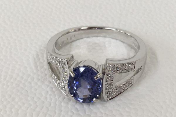 富士河口湖町内にお住まいのM様から1.91カラットサファイア指輪の作り替えを承りました。