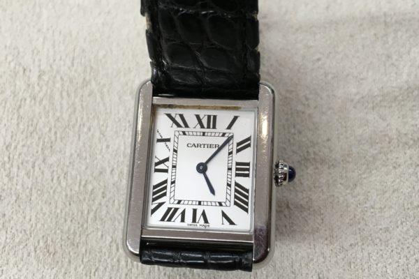 カルティエの腕時計の電池交換、お待ちの間に出来ます。