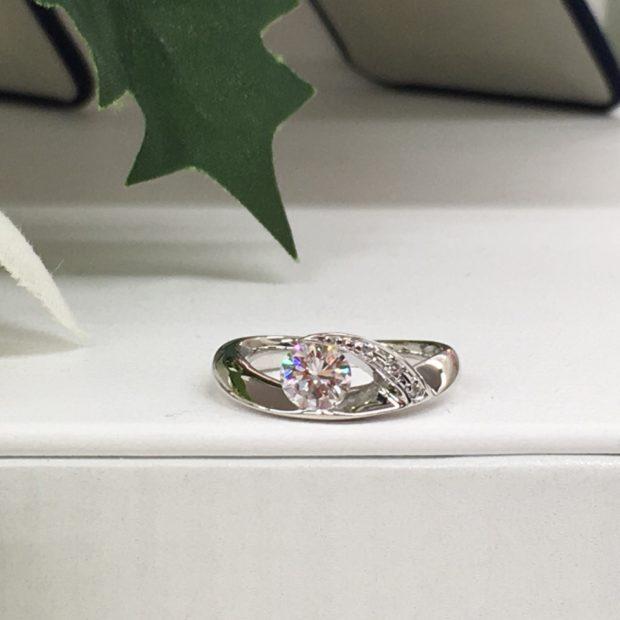 富士河口湖町内にお住いのRさんよりダイヤペンダントから指輪への作り替えを承りました。 AFTER