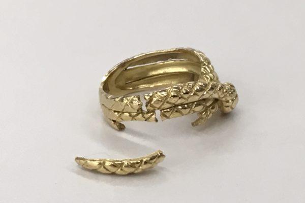 18金のヘビの指輪の修理