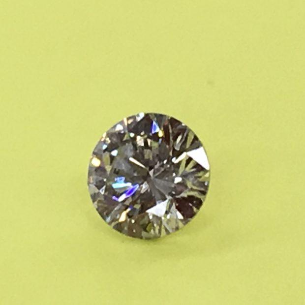 お母様からお譲りの2カラットのダイヤモンドをペンダントネックレスにリフォーム BEFORE