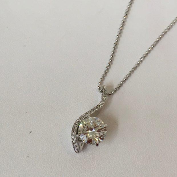 お母様からお譲りの2カラットのダイヤモンドをペンダントネックレスにリフォーム AFTER