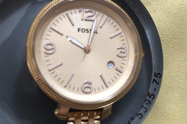 【Fossil】フォッシルの腕時計の電池交換はすぐ出来ます。