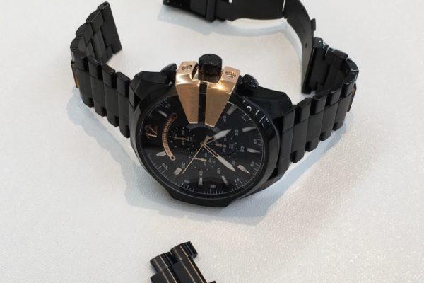 DIESELの腕時計のベルトの調整