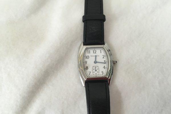 ティファニーの腕時計の電池交換は店頭でお待ち間に出来ます。